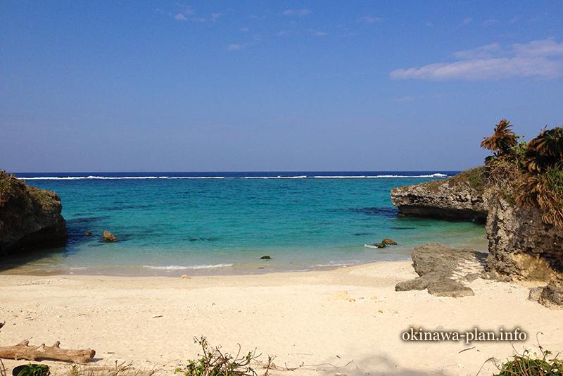 真冬の沖縄一瞬の晴れ間は暑かった(今帰仁村/赤墓ビーチ)