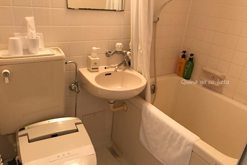 ホテル国際プラザダブルルームのバス、トイレ、洗面