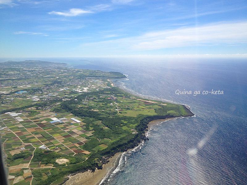 本島最南端の荒崎海岸と糸満一帯が見える