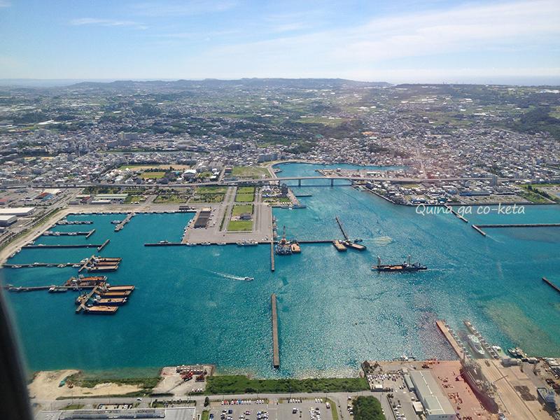着陸直前に見える糸満漁港