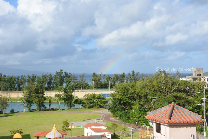 夏の沖縄旅行中突然現れた虹