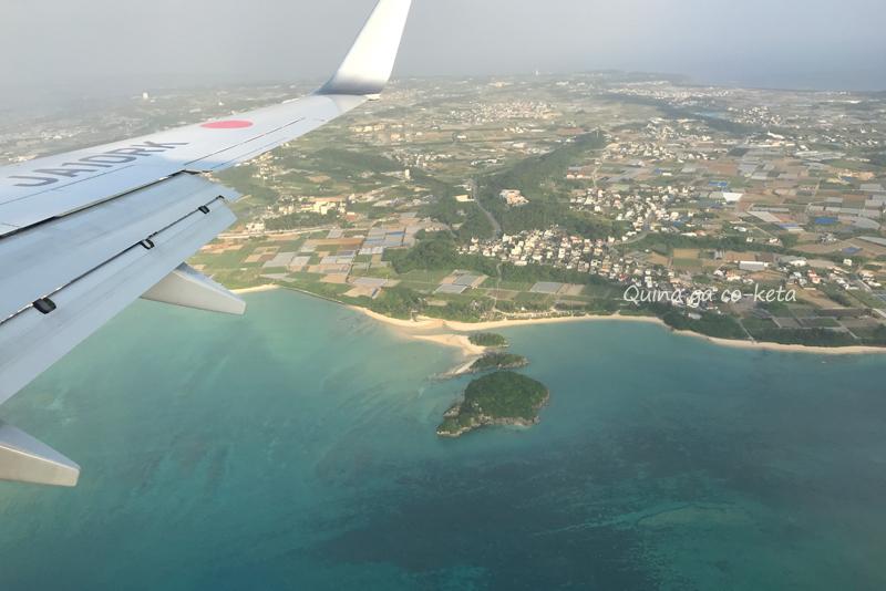 那覇空港着陸直前に見える糸満の名城ビーチとエージナ島