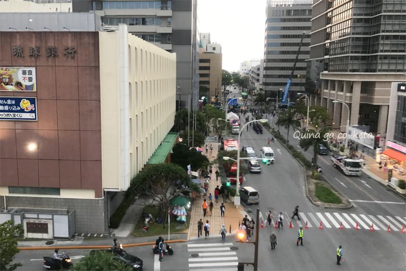 那覇大綱挽では県庁前の大通りも封鎖する
