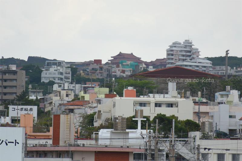 古島駅を出ると見えた首里城(2019年4月15日撮影)