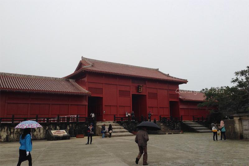御開門前の奉神門もそこそこ雨だった(2015年3月6日撮影)