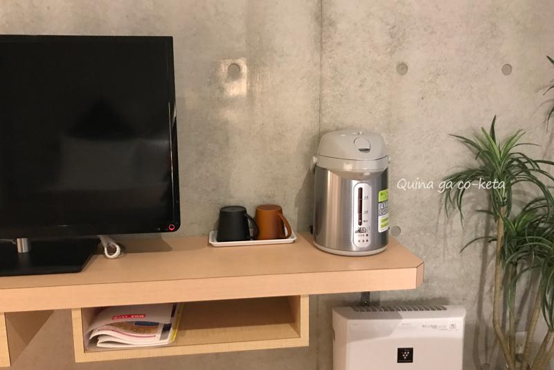電気ポットとマグカップ(コンドミニオマキシ/那覇市牧志)