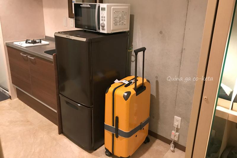 キッチンの冷蔵庫横には広いスペース