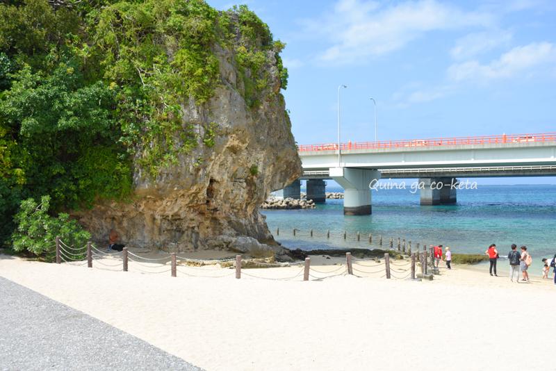 波の上ビーチのノッチがある岩