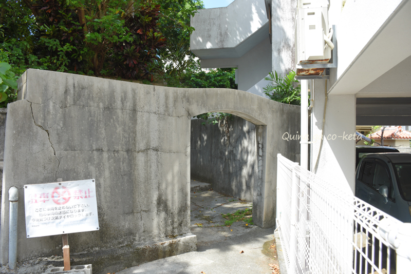 「辻遊郭開祖之墓」近くで見つけた入り口