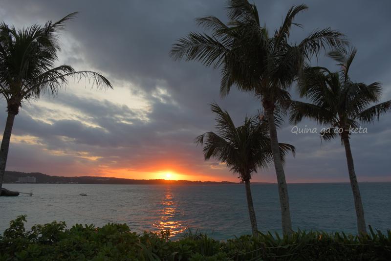 ホテルムーンビーチの海岸で見た夕日