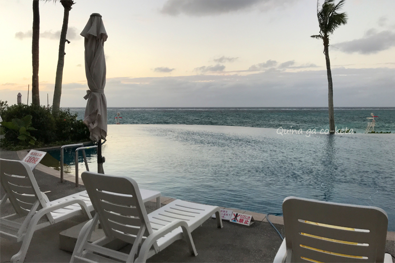 ムーンビーチの屋外プール