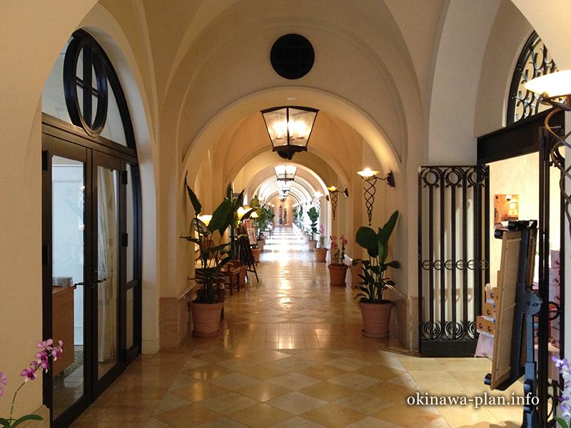 ホテル日航アリビラの館内