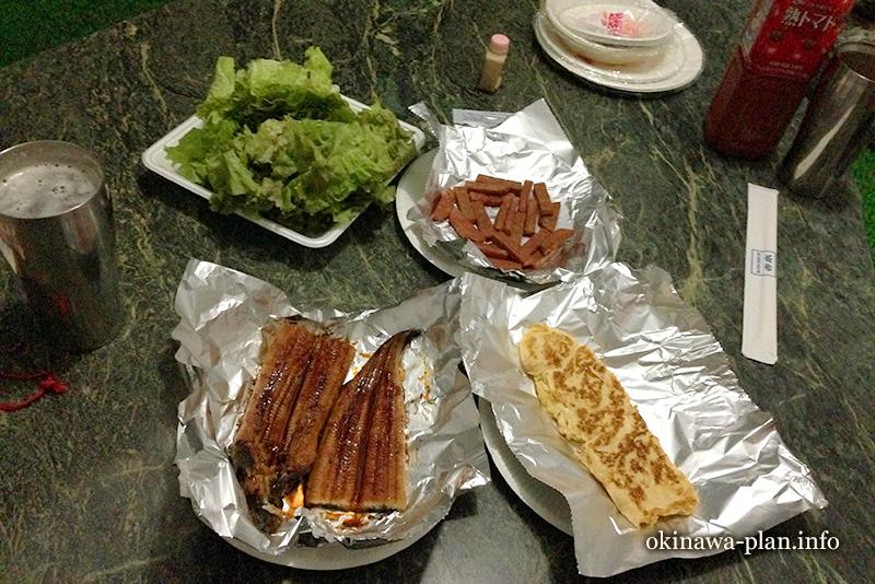 沖縄のスーパーは鰻が安い(自炊旅行の晩ご飯)