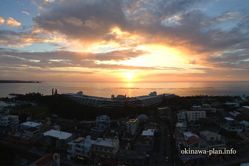 恩納マリンビューパレスからの眺望(7月の夕日)