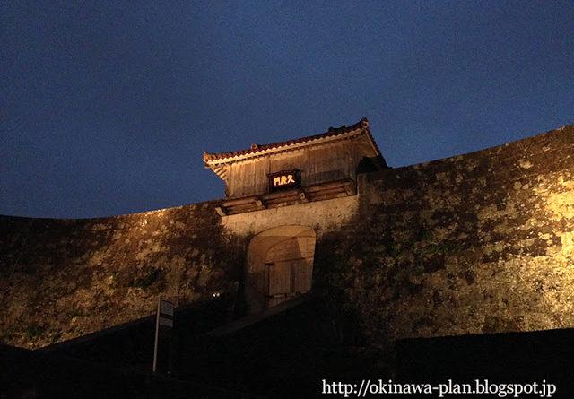 首里城(夜の久慶門)