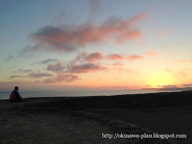 勝連グスクで日の出を見る(2015年5月18日撮影)