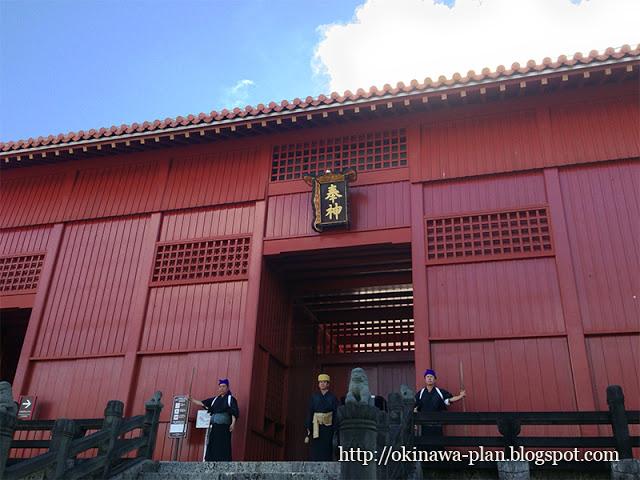 首里城の儀式『御開門(うけーじょー)』