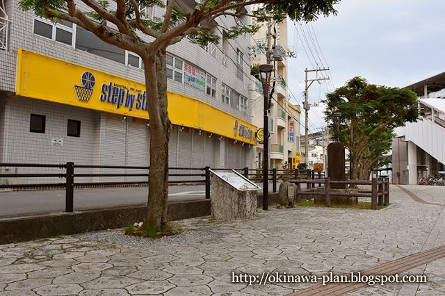 後方の一段高くなっている道が長虹堤跡(美栄橋駅前)