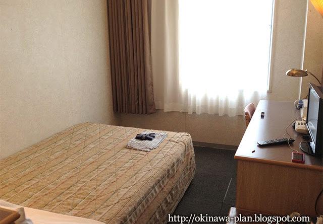 那覇グランドホテルのセミダブルルーム