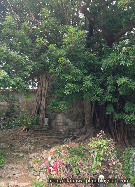 阿麻和利の墓(読谷村楚辺)