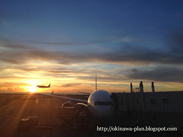 那覇空港から見えた夕日