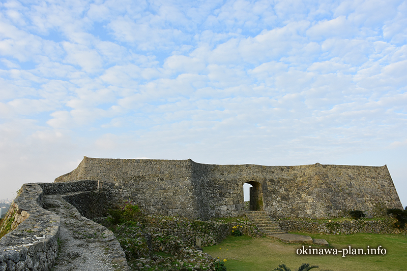 中グスク、二の郭から見る一の郭の門
