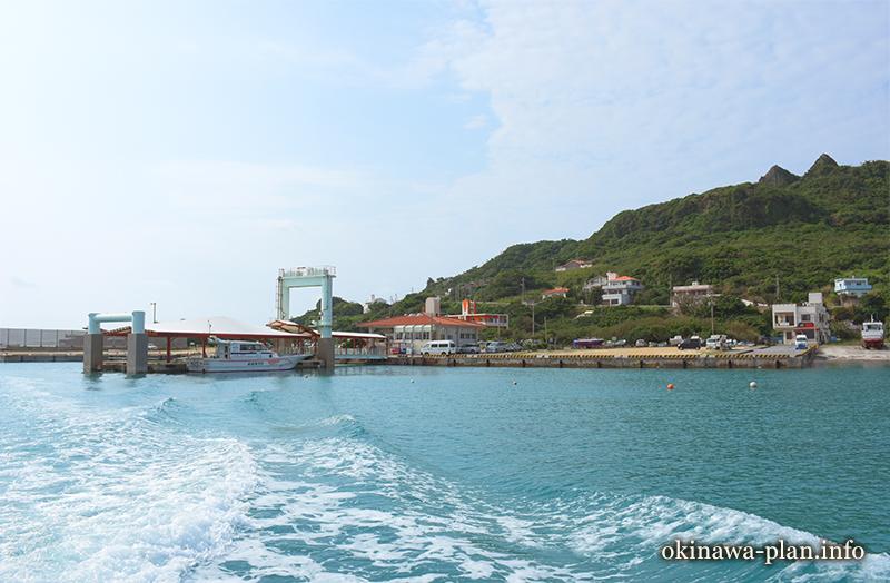 安座真港から高速船で久高島へ