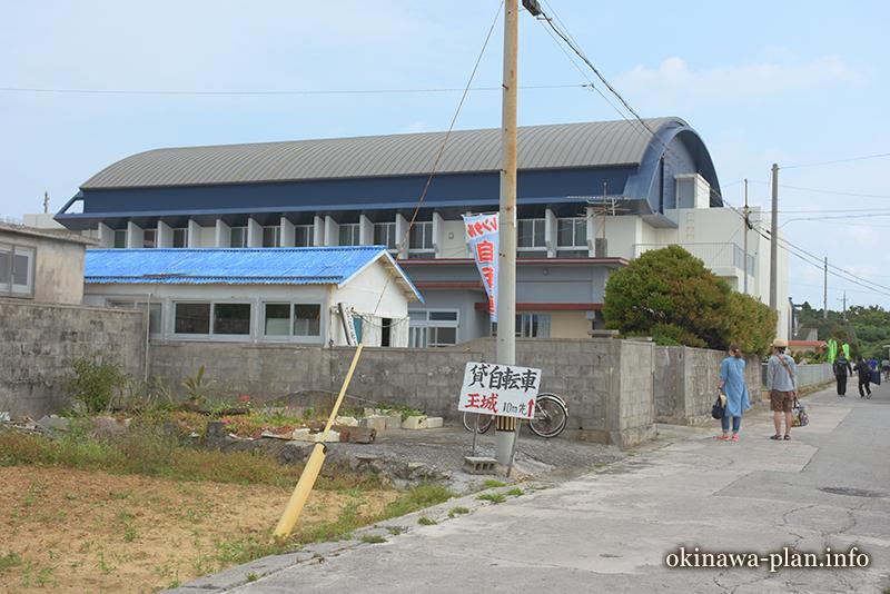 久高島でいつも自転車をレンタルする玉城さん