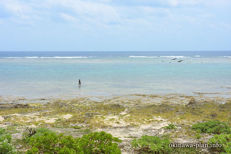 シマーシ浜と海人