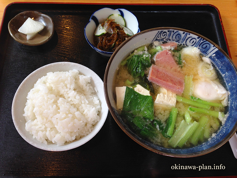 梅雨時期の暑さ対策には沖縄料理を