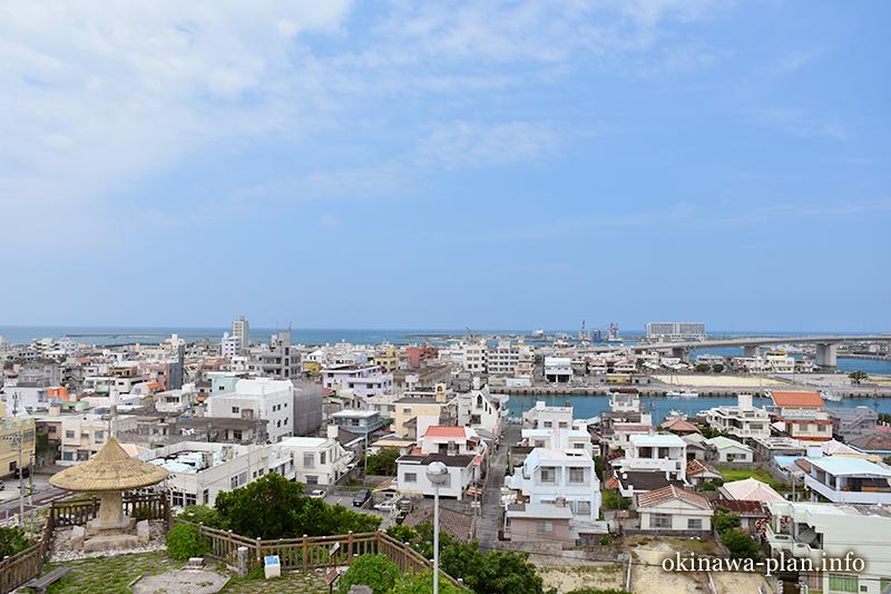 沖縄本島の見晴らしがいい場所(山巓毛公園展望台/糸満市)