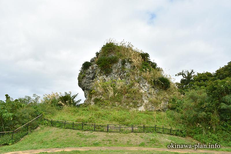 ペリーの旗立岩(中城村)