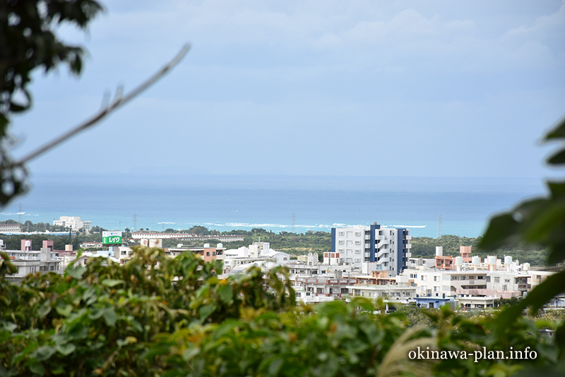 沖縄本島の見晴らしがいい場所(ペリーの旗立岩付近から東シナ海方向/中城村)