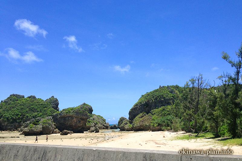 浜比嘉島シルミチュー近くの砂浜(2013年7月/うるま市勝連比嘉)