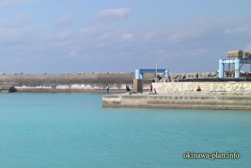都屋漁港の一コマ