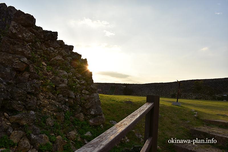 早朝の中城城内