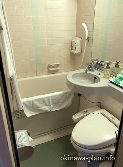 ホテルサンパレス球陽館のバス・トイレ