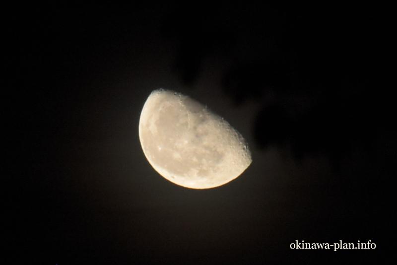 沖縄で見た月(2017年9月11日)