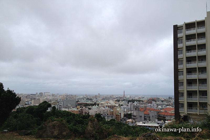 12月の沖縄の天気(2016年12月22日14:50沖縄県浦添市・澤岻樋川付近から)