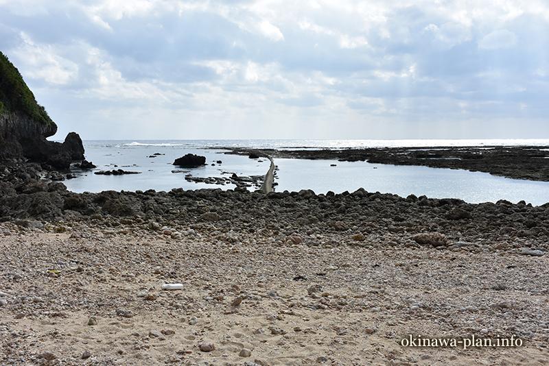 12月の沖縄の天気(2016年12月30日12:47沖縄県糸満市大度・大度浜海岸)