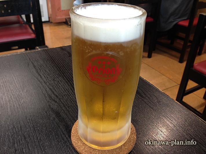 空港食堂でオリオンビール(沖縄県那覇空港内)