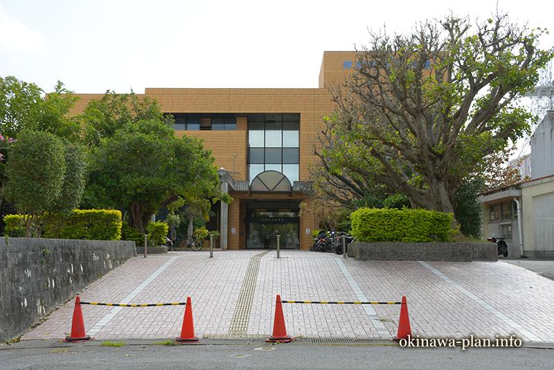豊富な郷土資料に大興奮だった沖縄県立図書館