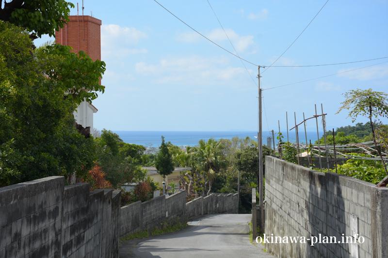 淡いブルーに見える沖縄の海(2月下旬)