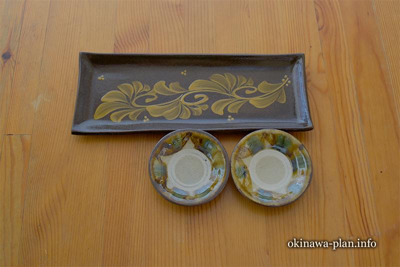 自分用のお土産-やちむんの長皿と手塩皿