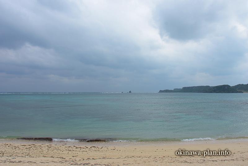ハーリーが行われるというイツクマの浜(うるま市伊計島)