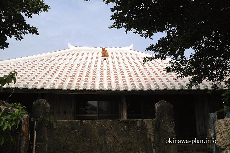 赤瓦の屋根(うるま市伊計島)