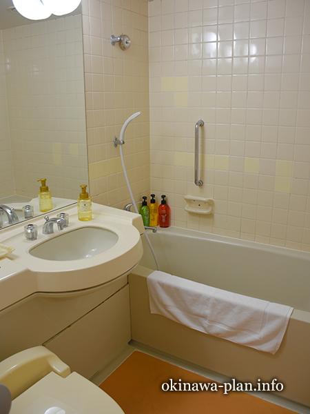 サンパレス球陽館和洋室のバスルーム