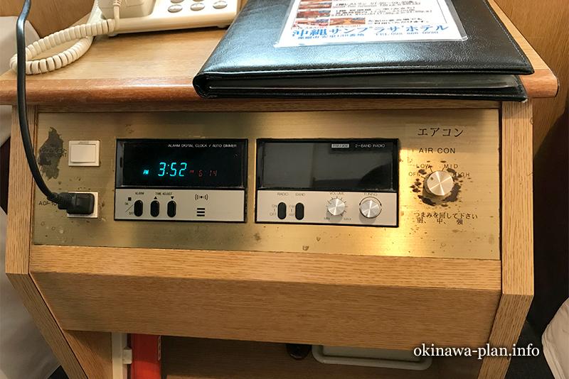 エアコンの調節はサイドボードで(沖縄サンプラザホテル)