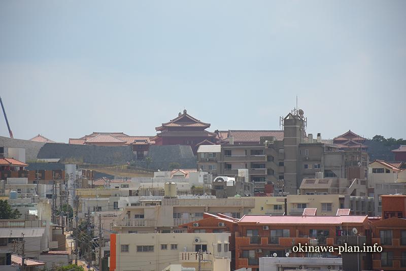 儀保駅から首里城正殿と淑順門(ゆいレールで途中下車の旅)
