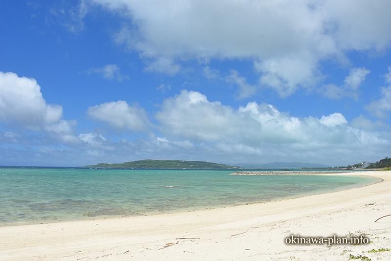 浜辺から見えた古宇利島(今帰仁村村民の浜より)